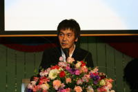 スピーチされる岡田惠和先生